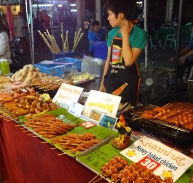 Sunday market at Tha Pae Gate