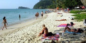 lonely-beach-koh-chang-late-afternoon